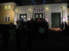 Abends vor dem Eingang