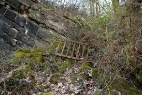 Ein verbogenes Geländer